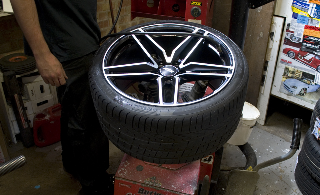 fitting-tyres_ATSTwinlight_Black_Polished