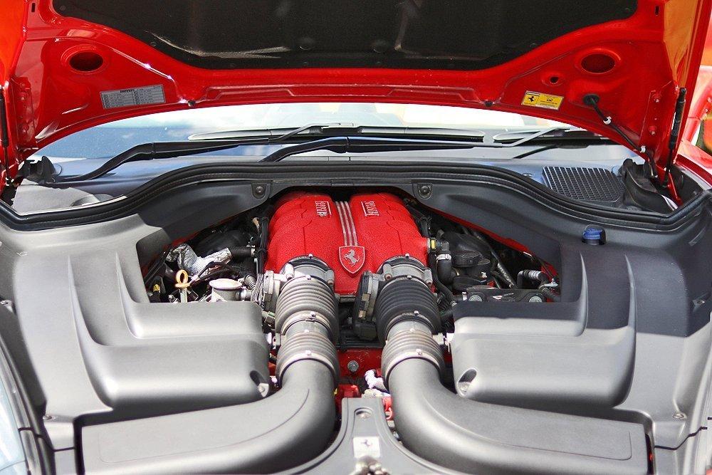 Ferrari_f430_red_engine