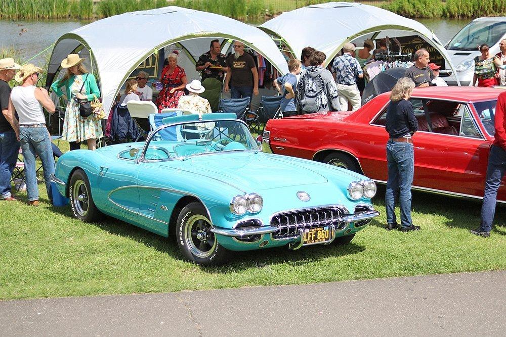 Turquoise_Corvette_convertible_mk1