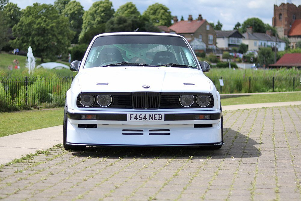 BMW_M3_classic_white_motor_show